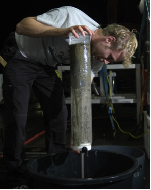David Probandt during sampling. (Dr. Andreas Neumann, HZG)